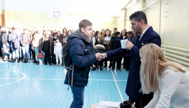 Foto: Primarul George Scupra a premiat elevii, sportivii și profesorii merituoși din Ovidiu