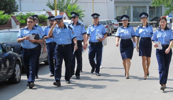 Foto: Prima serie de poliţişti detaşaţi pe litoral şi-a încheiat misiunea