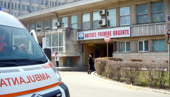 Sute de persoane au petrecut Ziua Muncii la spital - primiriurgente-1335877157.jpg