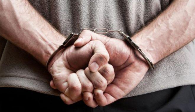 Foto: Un olandez de 77 de ani, reținut de polițiștii români, după ce și-ar fi violat nepotul de cinci ani