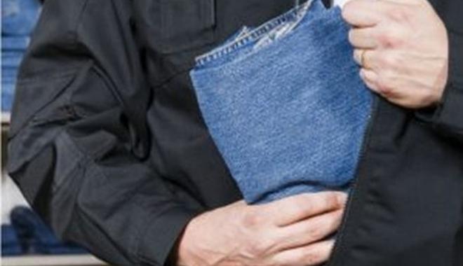 Foto: Prins după ce a furat haine în valoare de aproximativ 1.000 de lei