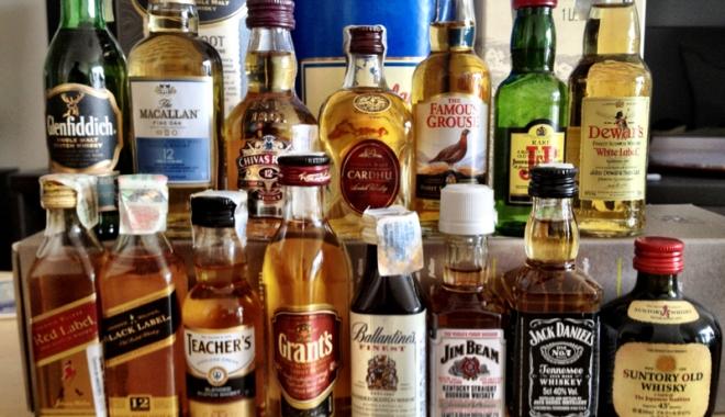 Foto: Prins după ce a încercat să fure 10 sticle de whisky