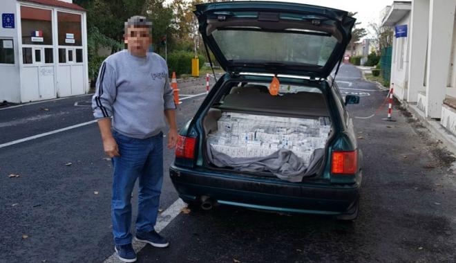 Foto: Prins la frontieră cu mii de pachete  de ţigări ascunse în portbagaj