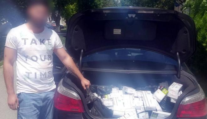 Foto: Prinşi în flagrant în timp ce comercializau ţigări de contrabandă