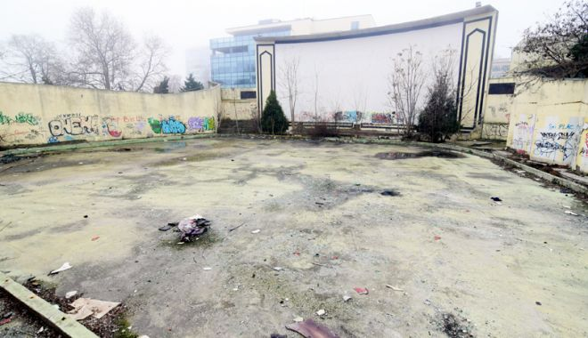 Foto: Grădinile de vară din Constanţa şi Mamaia  zac în mizerie. În alte stațiuni sunt promovate