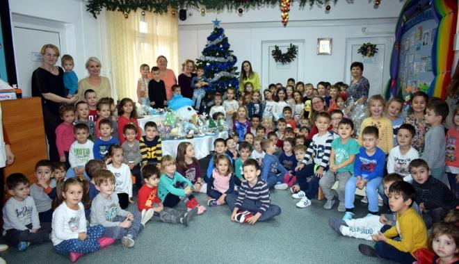 """Foto: Târg de Iarnă, organizat de preşcolarii de la Grădiniţa """"Azur"""" din Constanţa"""