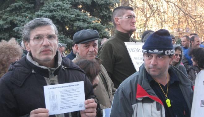 Foto: Prizonierii crizelor sociale  şi economice