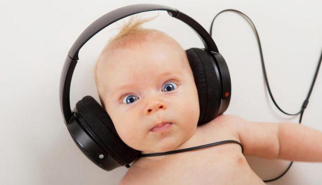 Testaţi auzul copiilor la naştere! Nu-i neglijaţi!