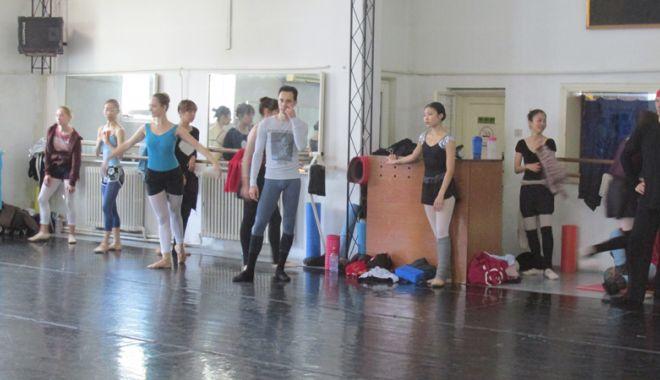 """Balerinii de la """"Oleg Danovski"""" au ajuns la disperare. """"Să vă bată Dumnezeu dacă desfiinţaţi arta dansului la Constanţa!"""" - problemedanovski23-1539358400.jpg"""