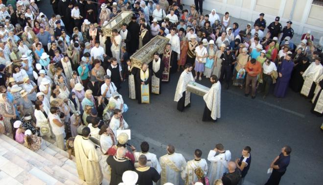 Foto: Procesiune religioasă pe străzile Constanţei