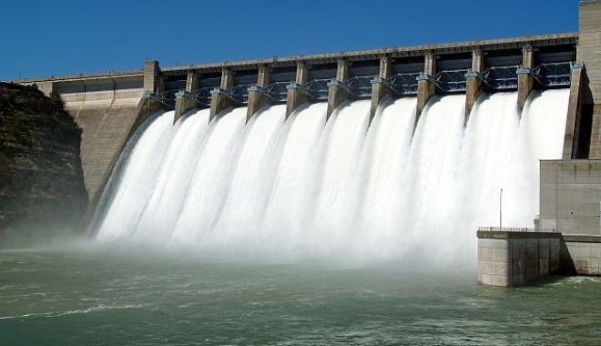 Foto: Producţia de energie electrică a avut o creştere nesemnificativă