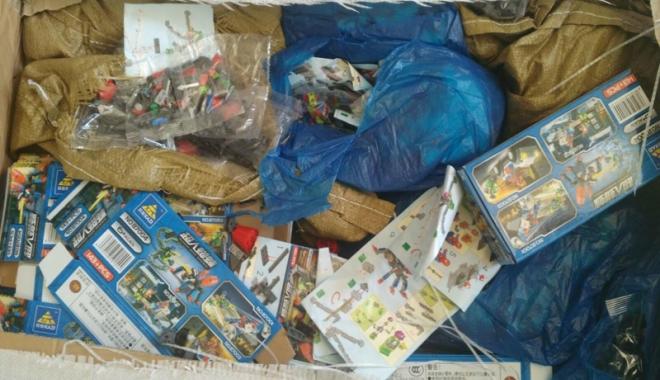 Foto: Zilnic, mii de produse contrafăcute circulă prin Portul Constanţa