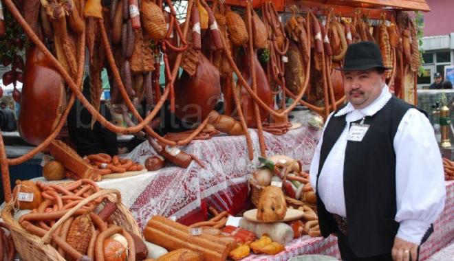 Foto: Produse tradiţionale româneşti, la Târgul de Florii