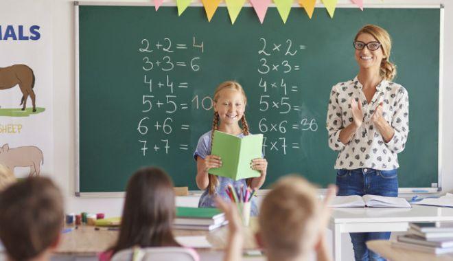 Foto: Anunţ important pentru profesori şi învăţători. În vizor - catedre şi salarii