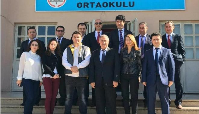 Foto: Profesori turci, în vizită  la şcoala  din Tuzla