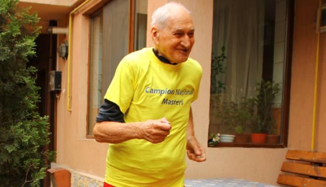 Foto: La 91 de ani, profesorul Traian Petcu a alergat  la Festivalul Văii Gurghiului