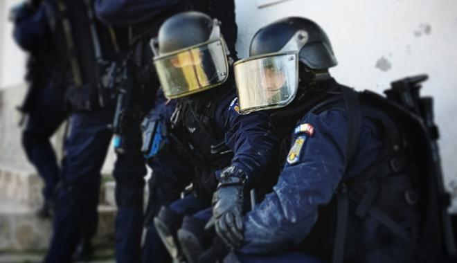 Foto: Program de foc pentru poliţişti, jandarmi şi pompieri. Iată cele mai importante misiuni