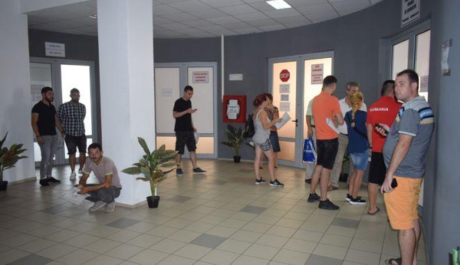 Foto: Program normal de lucru pe  16 şi 17 august, la Paşapoarte şi Permise