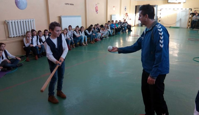"""Foto: Programul """"Campionii României în şcoală, liceu şi universitate"""" a ajuns la Năvodari"""