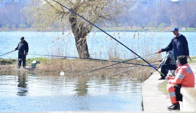 Foto: Prohibiţie la pescuitul în apele de frontieră. Amenzi uriaşe pentru braconaj