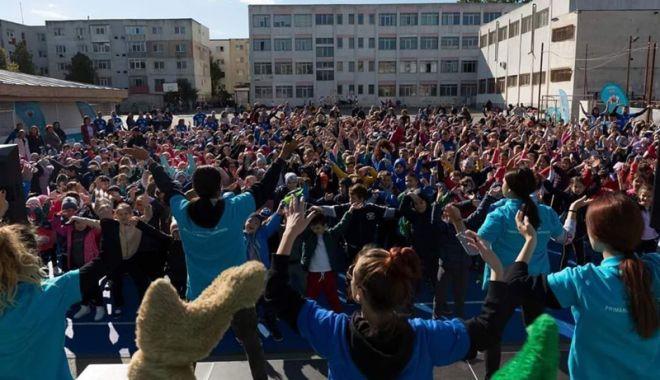 """Foto: Proiectul """"Motoria Fest"""" a făcut fericiţi mii de elevi ai Constanţei"""