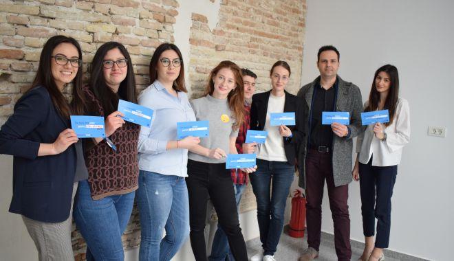 """Foto: Proiectul """"VOTE EU"""" încurajează tinerii să contribuie la viitorul Europei"""