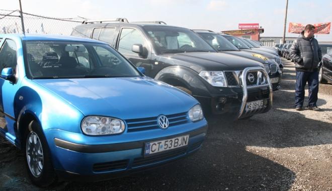"""Foto: Proprietarul unui parc auto din Constanţa, """"ţepuit"""" cu două autoturisme"""