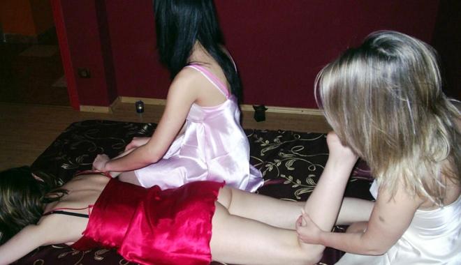 Foto: Afaceri murdare cu prostituate. Poliţia, cu ochii pe