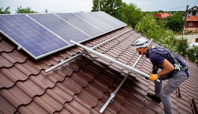 Prosumatorii vor primi mai mulţi bani la energia produsă de ei - prosumatorii-1617902677.jpg