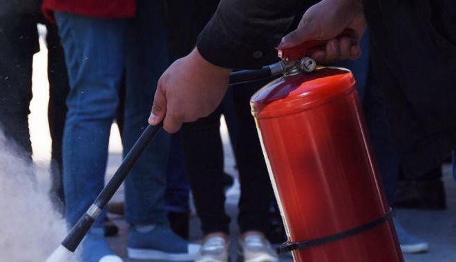 """Foto: Accident chimic, la Liceul """"Lucian Blaga""""! Exerciţiu de protecţie civilă"""