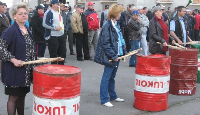 """Foto: Greviştii cer un """"transplant de cap"""" la administraţia portului Constanţa"""