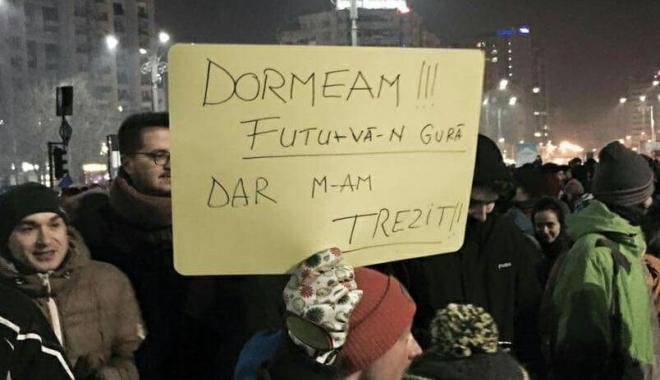 IMAGINE-EMBLEMĂ / Mesaje fără perdea la adresa Guvernului, în timpul protestelor