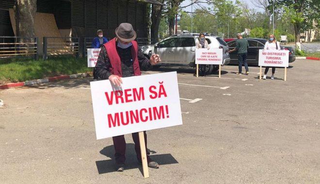 Protest în stațiunea Mamaia. Personalul din turism a ajuns la capătul răbdării! - protest3-1589275133.jpg