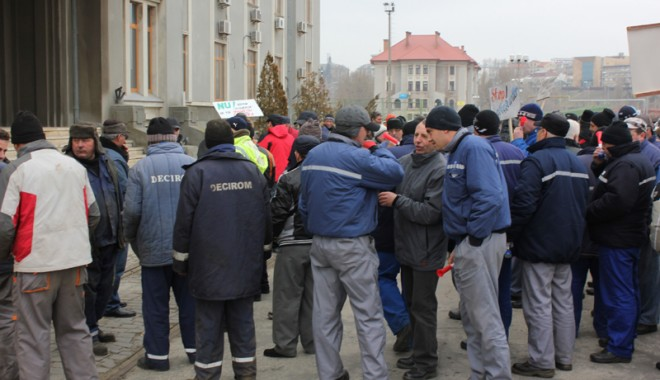 Foto: Sindicatele au trimis executorul judecătoresc la administraţia portuară