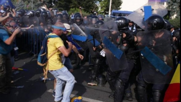 Carmen Dan: Documentele privind protestele din 10 august sunt desecretizate - protestataridisperasticuspary177-1553031253.jpg