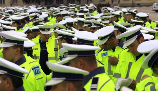 Foto: BOMBĂ! Poliţiştii ameninţă cu noi proteste în faţa sediului PSD