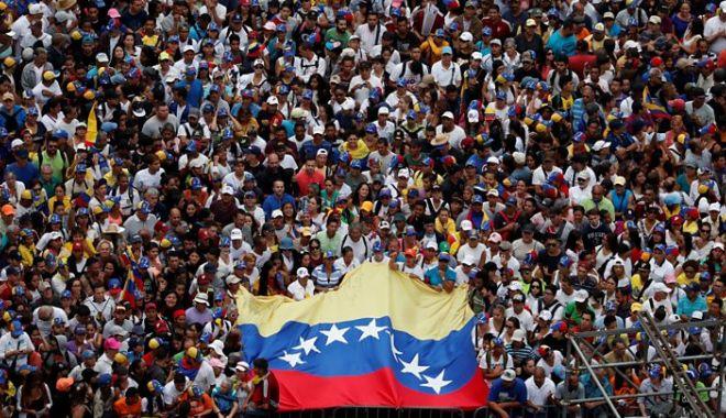 Foto: Venezuela: Maduro a vrut să fugă din țară, Guaido cere continuarea protestelor