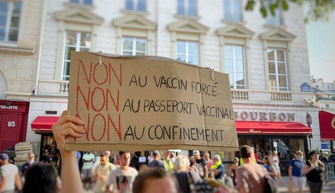 """France 24: """"Francezii au protestat pentru al doilea weekend consecutiv,  împotriva introducerii permisului sanitar şi a vaccinării anti-COVID-19"""" - proteste-1627199957.jpg"""