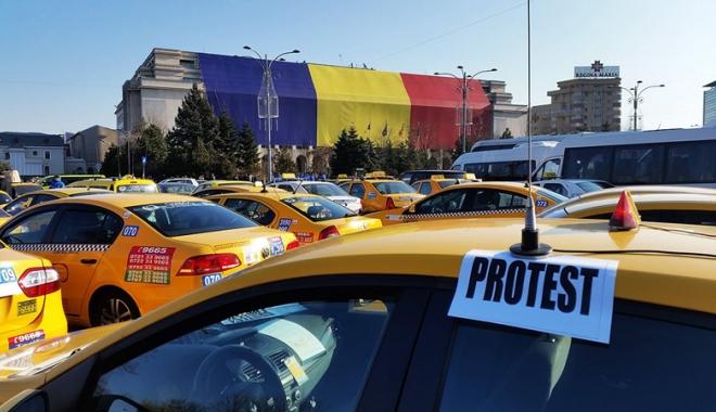 Foto: În ritm de melc! Proteste ale transportatorilor, la Constanţa şi în toată ţara