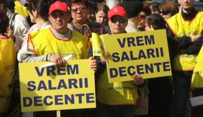 Foto: REVOLTĂ ŞI PROTESTE PRINTRE BUGETARI. Ce nemulţumiri au aceştia