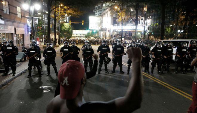 Foto: Proteste în California, după ce poliţia a împuşcat mortal un bărbat de culoare