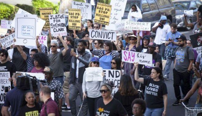 Proteste în California, după ce poliţia a împuşcat mortal un bărbat de culoare - protestecalifornia2-1522579606.jpg