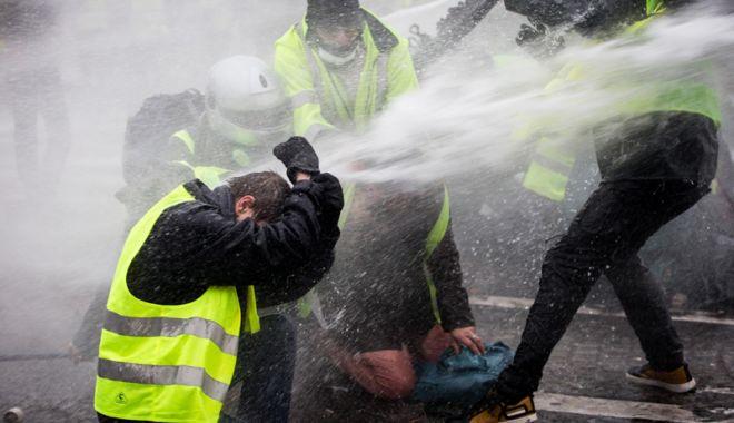 Foto: Proteste violente în Grecia, la 10 ani după ce un adolescent  a fost ucis de poliţie