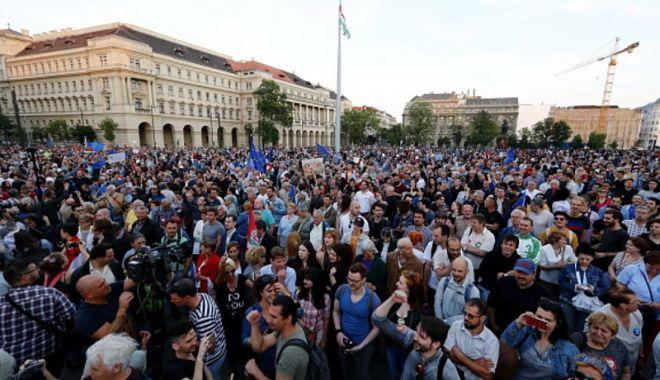 Foto: Proteste în Ungaria: Mii de persoane au ieşit în stradă la Budapesta