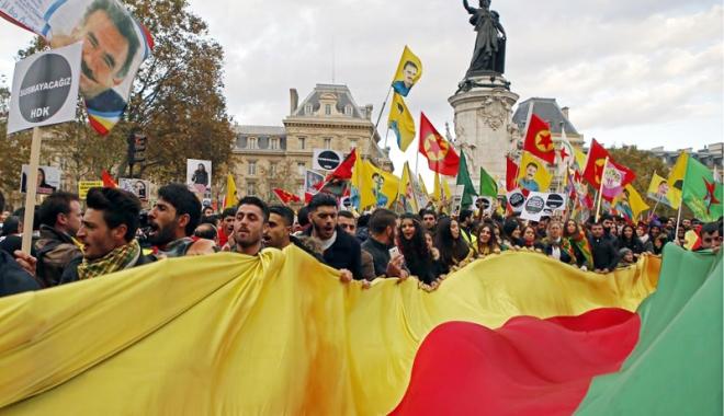 Foto: Proteste împotriva preşedintelui turc Erdogan, în Germania şi Franţa
