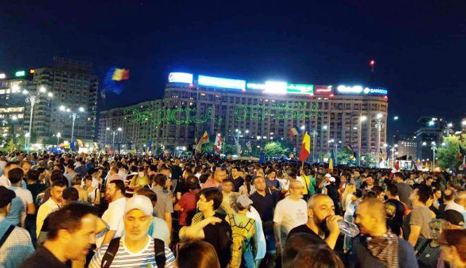 """Foto: Organizații revoltate față de manifestările din Piața Victoriei. """"Nu încercați să jucați la ruleta politică revolta românilor"""""""