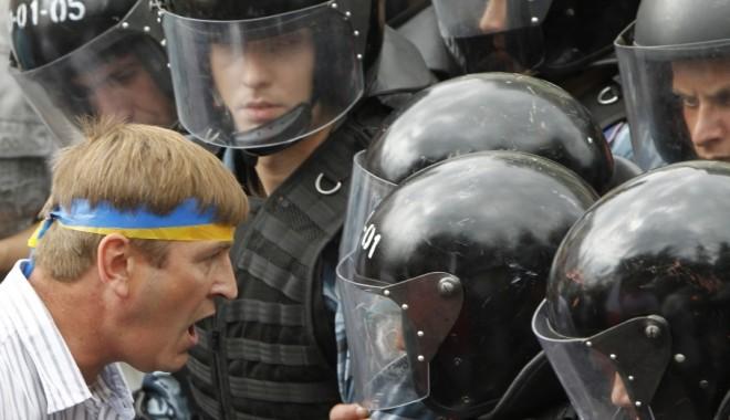 Foto: Ucraina / Protestatarii au preluat controlul asupra administraţiei prezidenţiale. Ianukovici a fugit