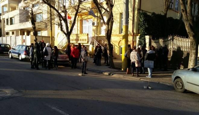 Foto: GREVĂ ŞI TENSIUNI LA ŞCOALA 30 DIN CONSTANŢA. CARE SUNT NEMULŢUMIRILE