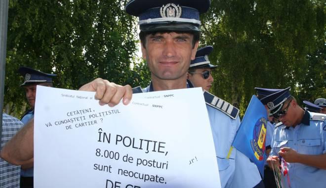Cum vor fi angajați viitorii polițiști  din sursă externă. Guvernul a dat legea - protestpolitistimiting10-1457419957.jpg