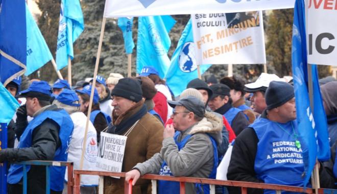 Foto: Sindicatele şi patronatele lucrează la schimbarea legislaţiei muncii